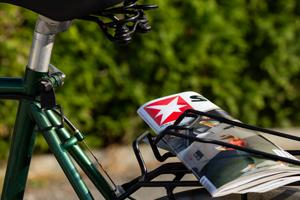 Stern-Magazin auf dem Gepäckträger eines Fahrrades